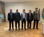 Üsküdar Belediye Başkanı Sn.Hilmi Türkmen'le pazarlarımızdaki genel durum ve çalışmalar hakkında görüş alışverişinde bulunduk.Pazarlarımıza ve pazarcı esnaflarımıza yönelik katkı ve desteklerinden dolayı tüm esnaflarımız adına kendisine ve ekibine teşekkür ederiz..